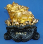Golden Money Frog Statue Sitting on Lotus